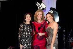 Award winner Sue Brockoff (centre)